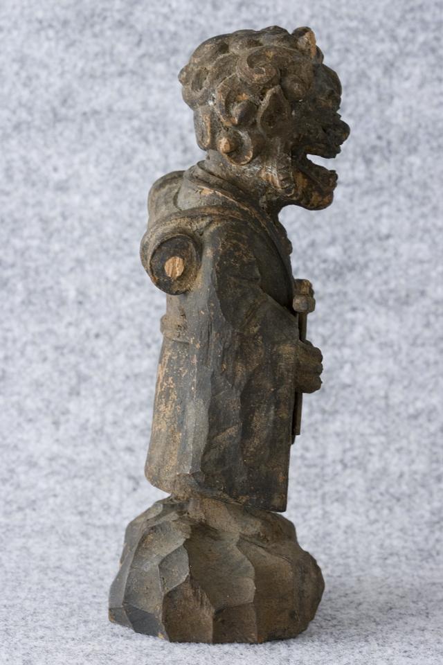 古い鬼の木彫像-06