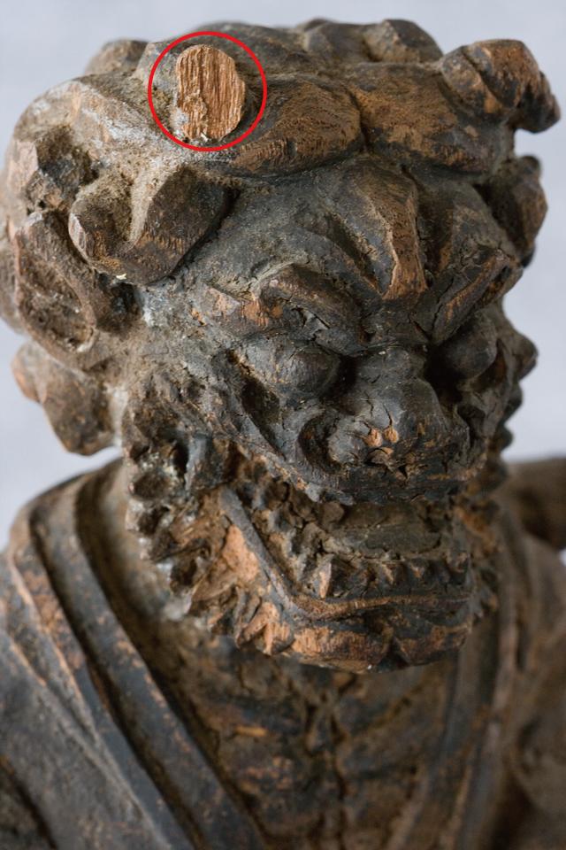 古い鬼の木彫像-08a