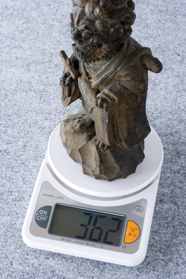 古い鬼の木彫像-12