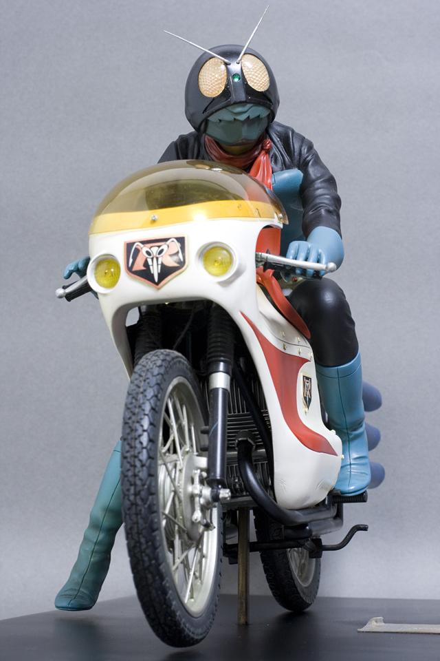 レインボー造形企画謹製の中古フィギュア「RMW仮面ライダー旧1号&旧サイクロン号」-01