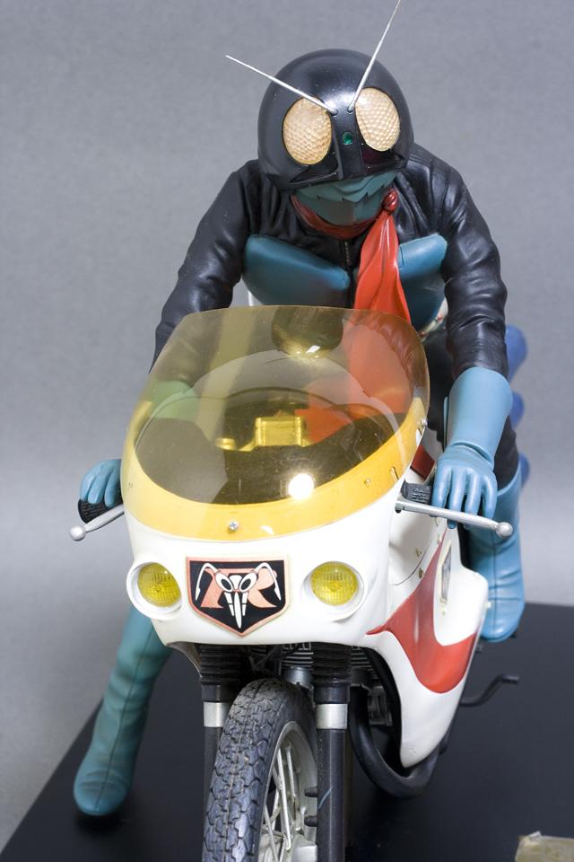 レインボー造形企画謹製の中古フィギュア「RMW仮面ライダー旧1号&旧サイクロン号」-03