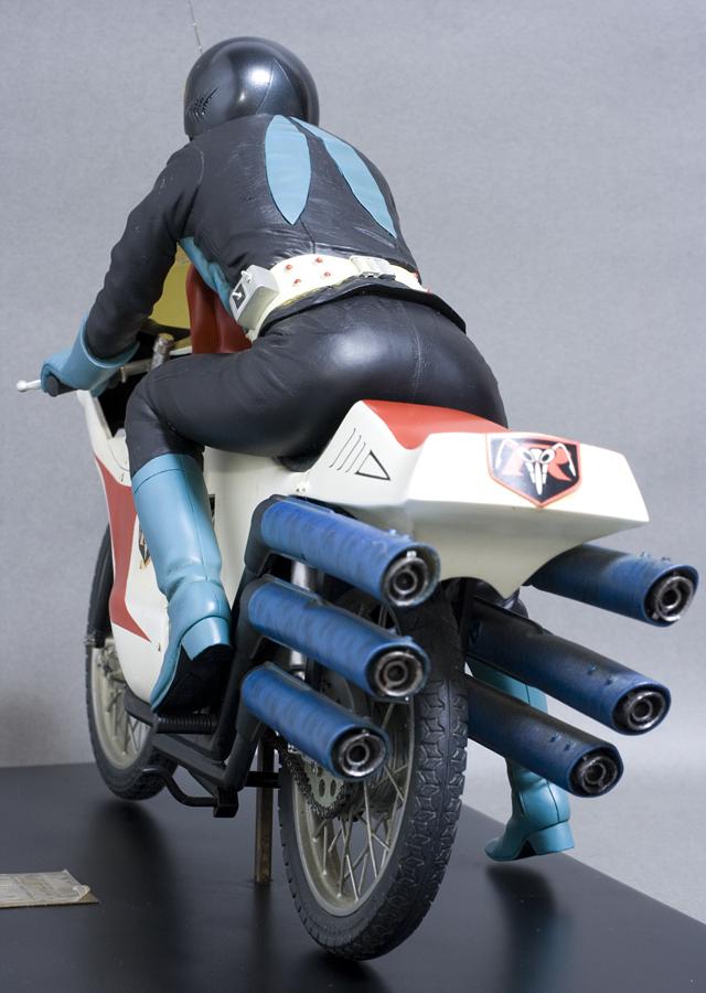 レインボー造形企画謹製の中古フィギュア「RMW仮面ライダー旧1号&旧サイクロン号」-05