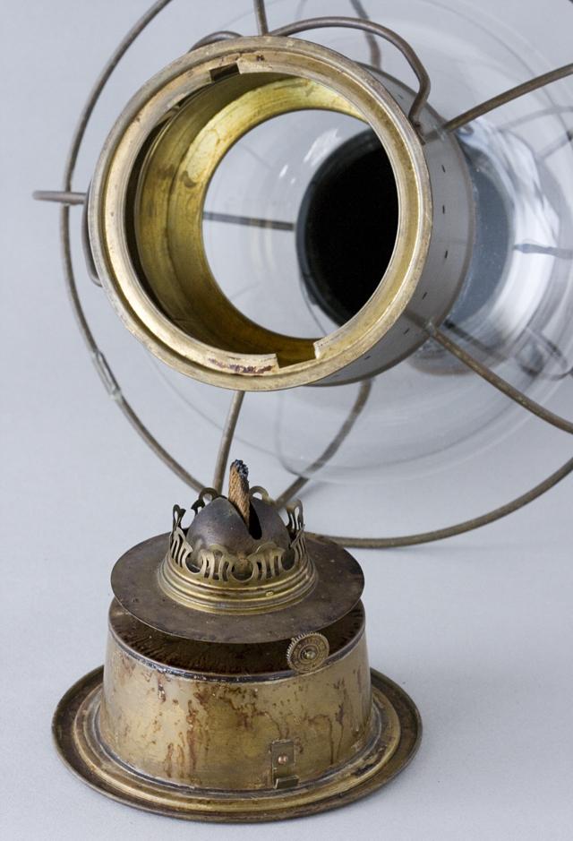 アンティークな船舶照明器具「NIPPON SENTO CO LTD:日本船燈株式會社」のボートランプ「WHITE LIGHTランタン」-03