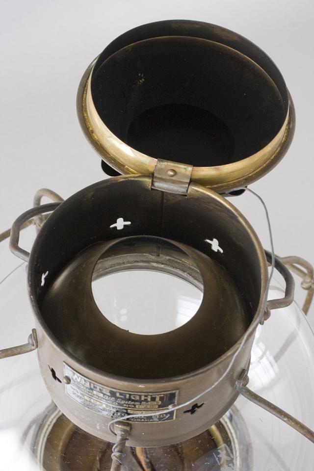 アンティークな船舶照明器具「NIPPON SENTO CO LTD:日本船燈株式會社」のボートランプ「WHITE LIGHTランタン」-09