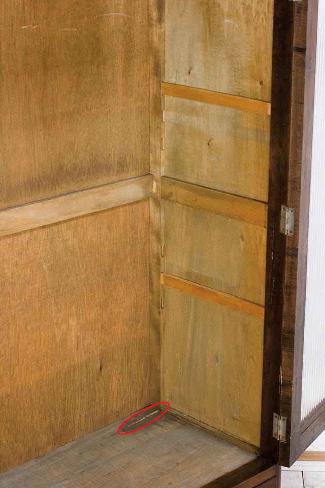 アンティークな古いモールガラスの収納棚-07a