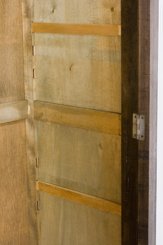 アンティークな古いモールガラスの収納棚-08