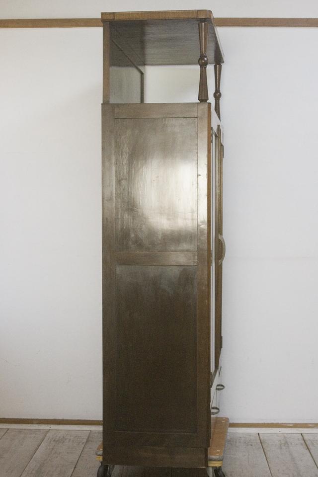 アンティークな古いモールガラスの収納棚-25