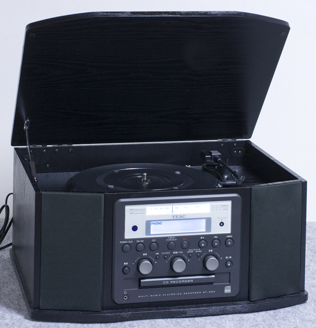 TEAC:ティアックのターンテーブル付CDレコーダー「GF-350」-01