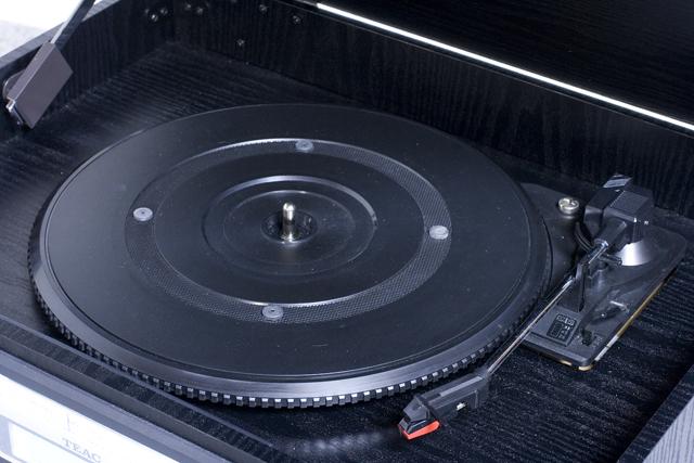 TEAC:ティアックのターンテーブル付CDレコーダー「GF-350」-02