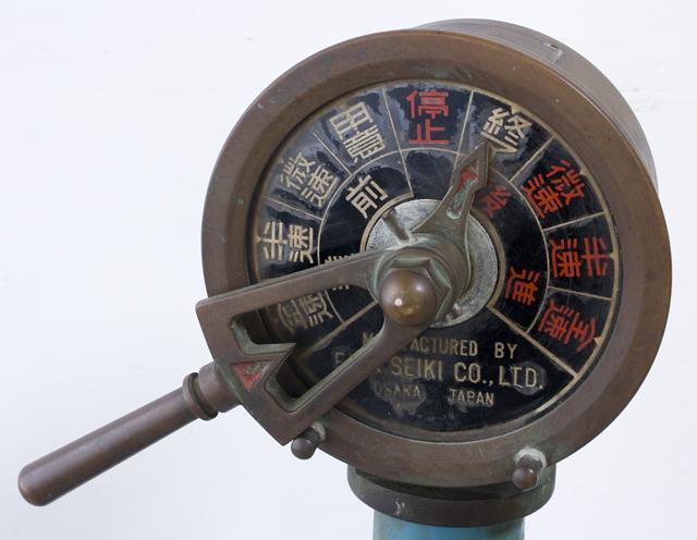 アンティークな「古い船舶用エンジン・テレグラフ」-05