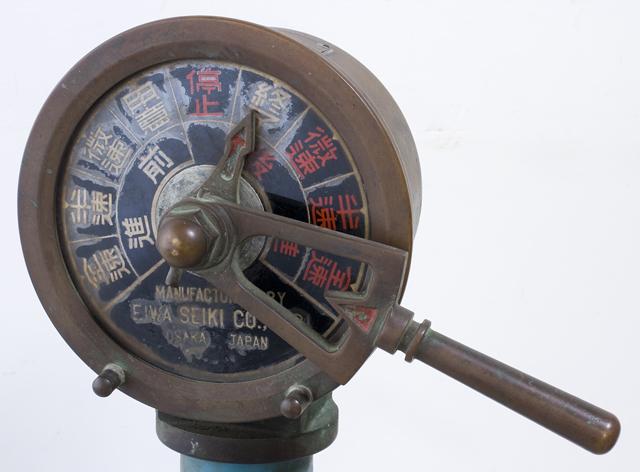 アンティークな「古い船舶用エンジン・テレグラフ」-06