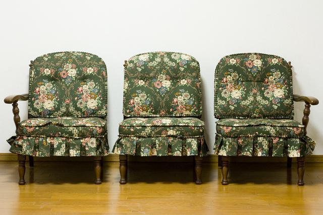 キツツキマークの飛騨産業「穂高」シリーズの3人掛けソファ「肘掛付きチェア:No6R/O/L」セット-02