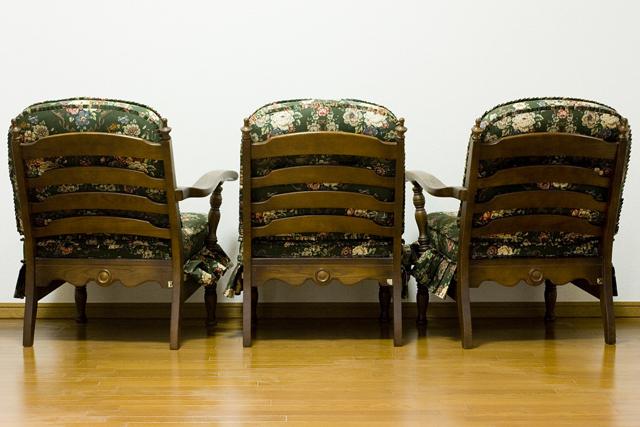 キツツキマークの飛騨産業「穂高」シリーズの3人掛けソファ「肘掛付きチェア:No6R/O/L」セット-04