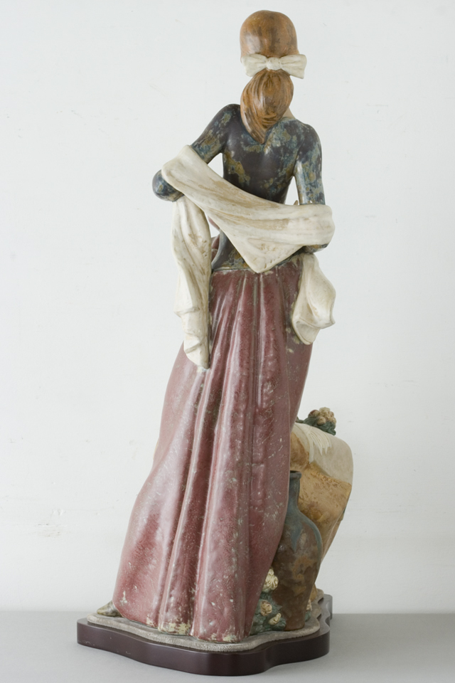 LLADRO:リヤドロの陶磁器人形:大型フィギュリン「12070|COIFFERE:コフレ|髪をすく姉妹」-06