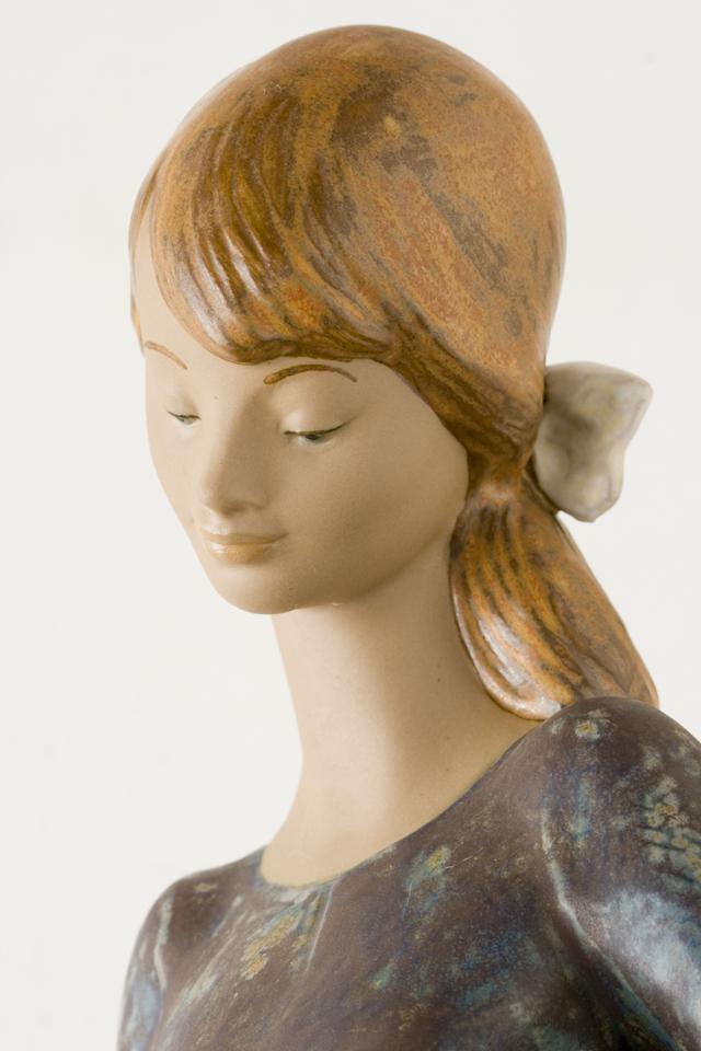 LLADRO:リヤドロの陶磁器人形:大型フィギュリン「12070|COIFFERE:コフレ|髪をすく姉妹」-13