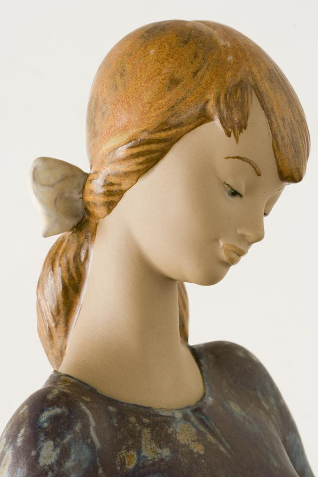 LLADRO:リヤドロの陶磁器人形:大型フィギュリン「12070|COIFFERE:コフレ|髪をすく姉妹」-14