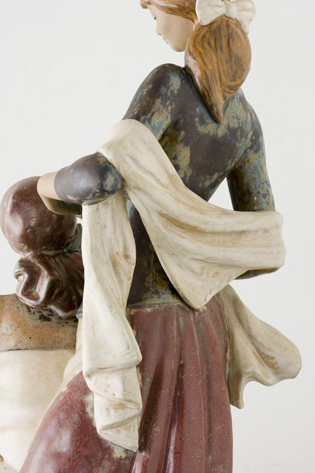 LLADRO:リヤドロの陶磁器人形:大型フィギュリン「12070|COIFFERE:コフレ|髪をすく姉妹」-16