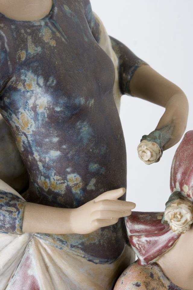 LLADRO:リヤドロの陶磁器人形:大型フィギュリン「12070|COIFFERE:コフレ|髪をすく姉妹」-17