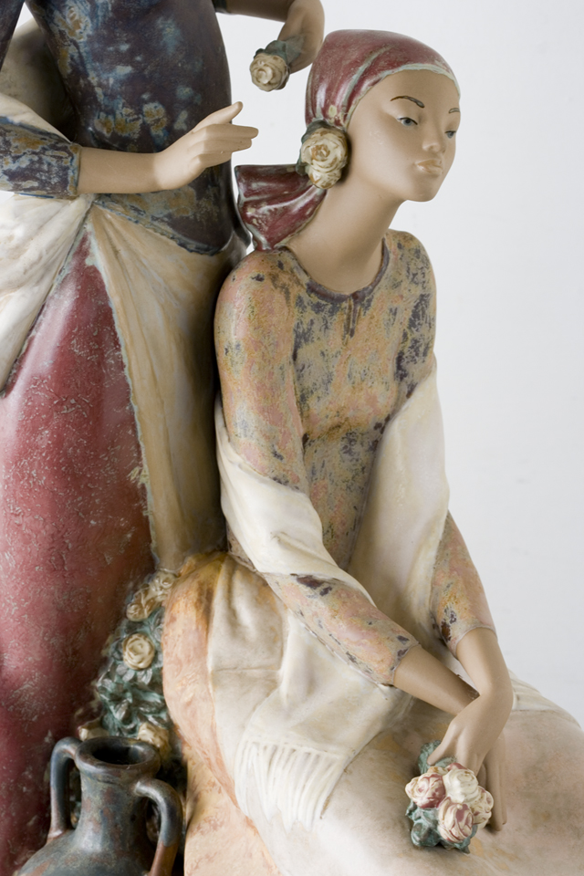 LLADRO:リヤドロの陶磁器人形:大型フィギュリン「12070|COIFFERE:コフレ|髪をすく姉妹」-20