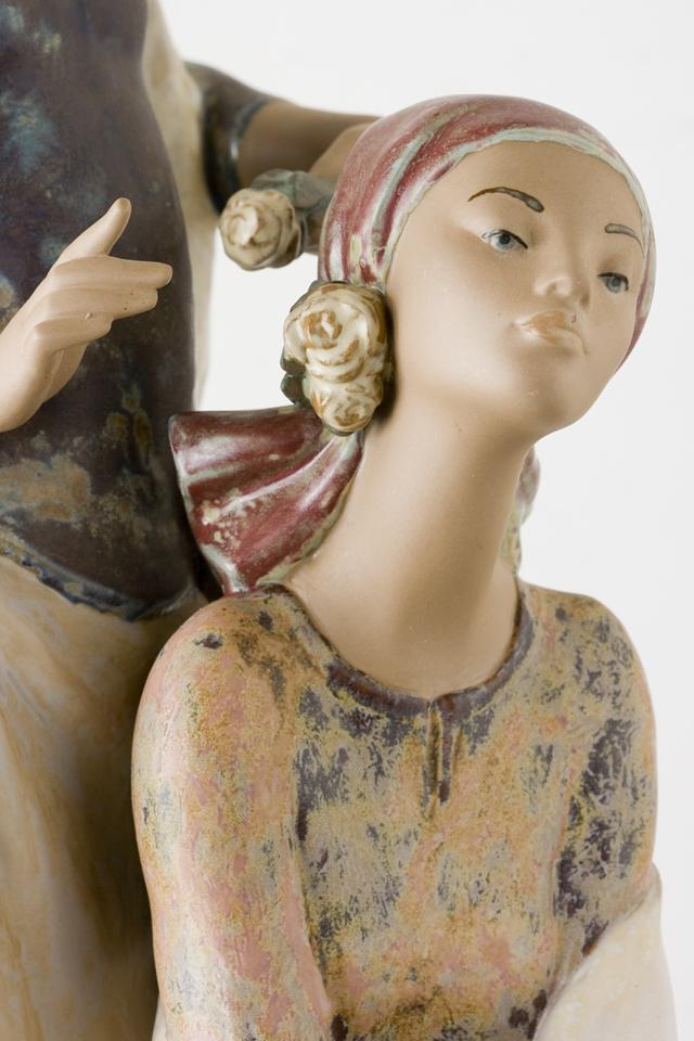 LLADRO:リヤドロの陶磁器人形:大型フィギュリン「12070|COIFFERE:コフレ|髪をすく姉妹」-23