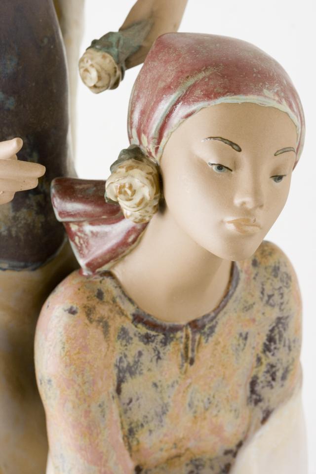 LLADRO:リヤドロの陶磁器人形:大型フィギュリン「12070|COIFFERE:コフレ|髪をすく姉妹」-24