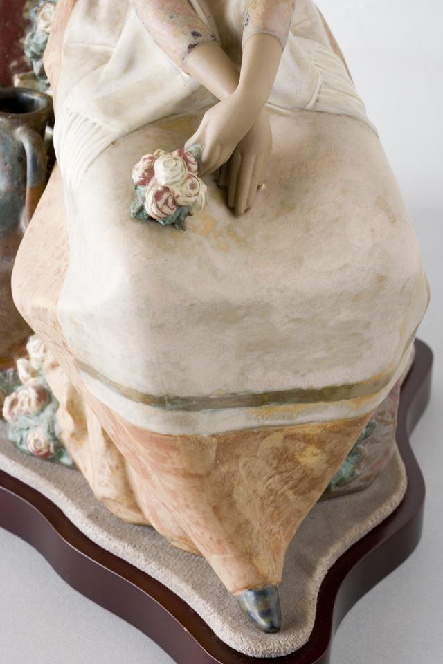 LLADRO:リヤドロの陶磁器人形:大型フィギュリン「12070|COIFFERE:コフレ|髪をすく姉妹」-27
