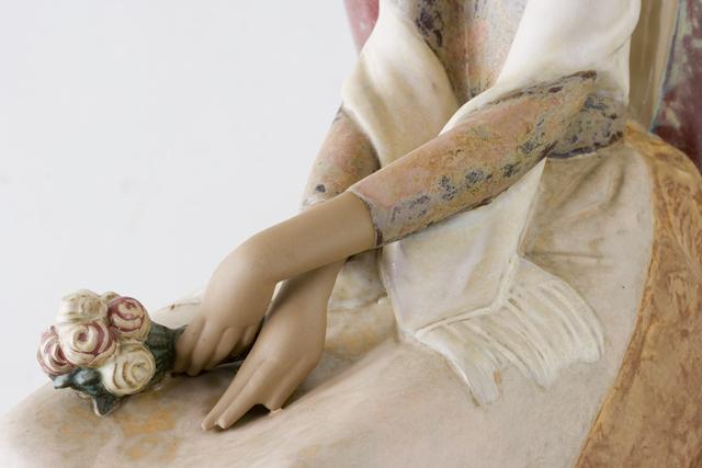 LLADRO:リヤドロの陶磁器人形:大型フィギュリン「12070|COIFFERE:コフレ|髪をすく姉妹」-32