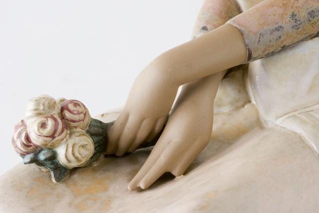 LLADRO:リヤドロの陶磁器人形:大型フィギュリン「12070|COIFFERE:コフレ|髪をすく姉妹」-33
