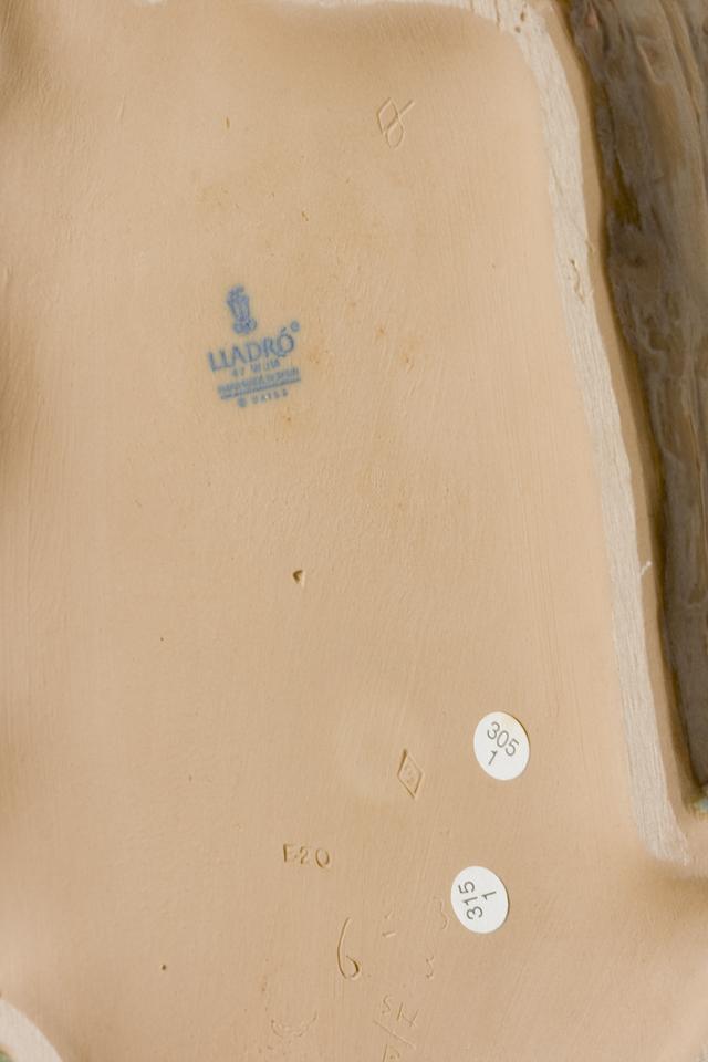 LLADRO:リヤドロの陶磁器人形:大型フィギュリン「12070|COIFFERE:コフレ|髪をすく姉妹」-36