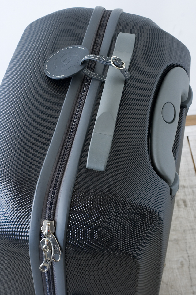 Samsonite:サムソナイトの4輪スーツケース-07