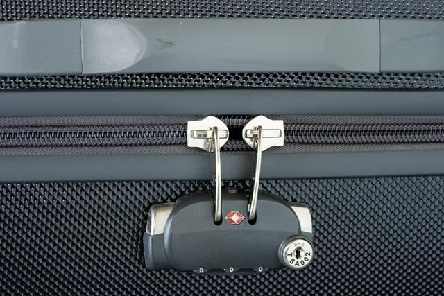 Samsonite:サムソナイトの4輪スーツケース-14