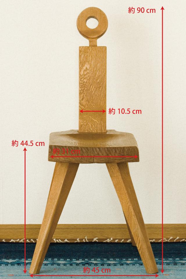 プリミティブなデザインの木製チェア-03