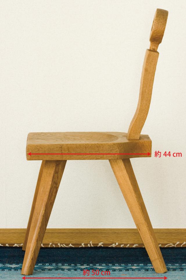 プリミティブなデザインの木製チェア-04