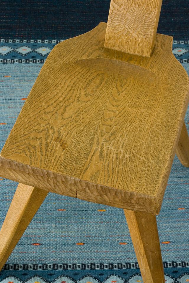 プリミティブなデザインの木製チェア-14