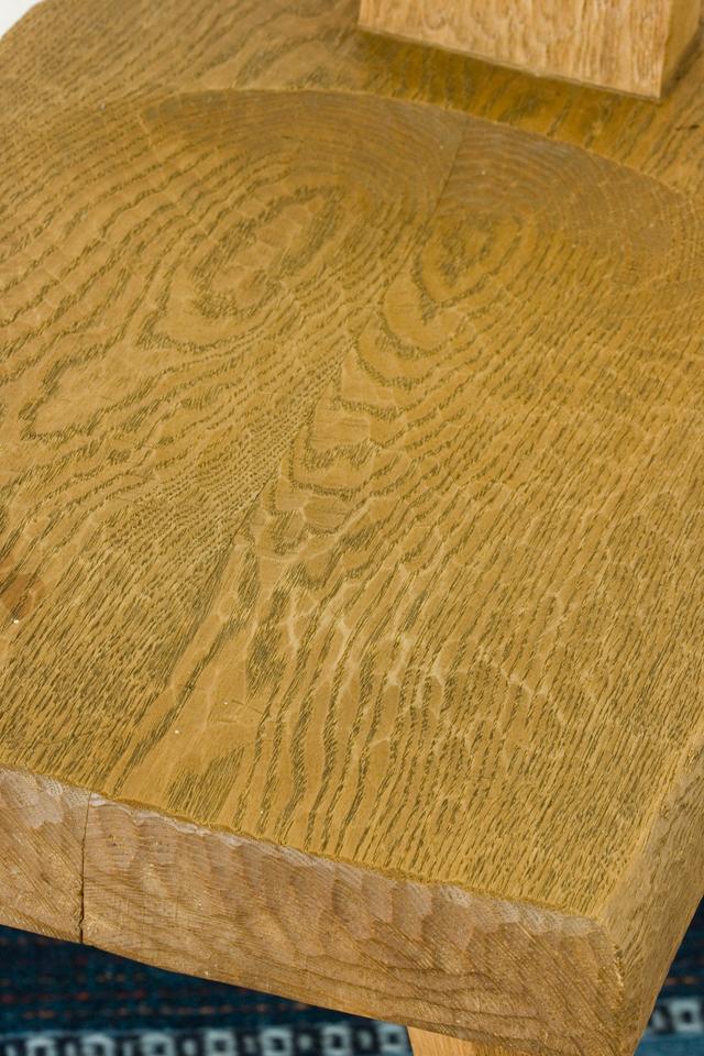 プリミティブなデザインの木製チェア-16