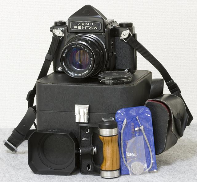 中判フィルムカメラ「ASAHI PENTAX 67:ペンタックス」TAKUMAR:タクマーレンズ105MM/1:2.4付-01
