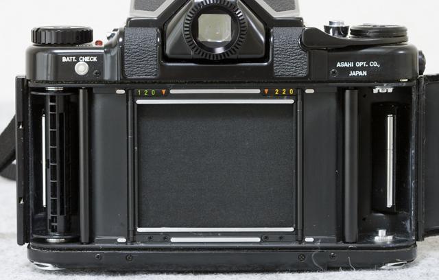 中判フィルムカメラ「ASAHI PENTAX 67:ペンタックス」TAKUMAR:タクマーレンズ105MM/1:2.4付-11