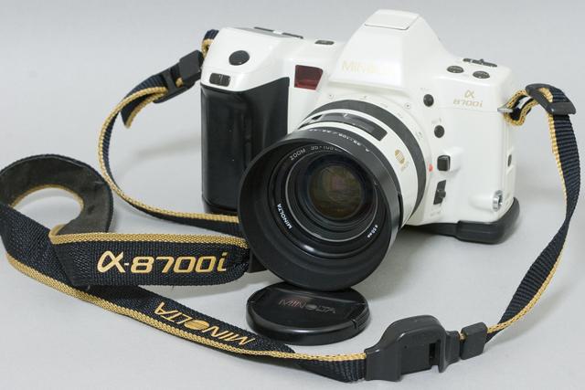 MINOLTA:ミノルタのフィルム一眼レフカメラ、ミール搭載記念限定ホワイトモデル「α8700i」-01