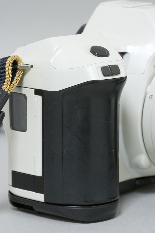 MINOLTA:ミノルタのフィルム一眼レフカメラ、ミール搭載記念限定ホワイトモデル「α8700i」-07
