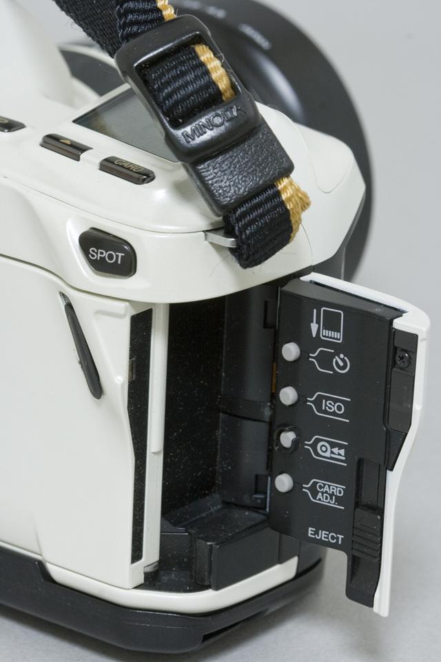 MINOLTA:ミノルタのフィルム一眼レフカメラ、ミール搭載記念限定ホワイトモデル「α8700i」-08