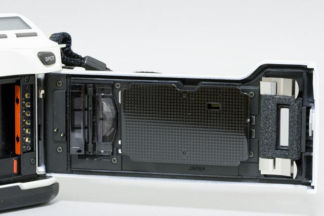 MINOLTA:ミノルタのフィルム一眼レフカメラ、ミール搭載記念限定ホワイトモデル「α8700i」-12