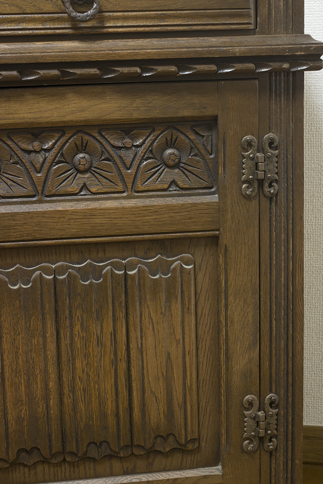 イギリスアンティーク|英国家具「Old Charm Furniture:オールドチャーム社」のオーク材カップボード-16
